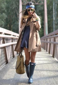 hunter boots ♥ great outfit to go with my boots: Rainboot, Hunter Boots, Fashion, Rain Boots, Style, Trenchcoat, Outfit, Rainy Days