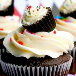 I am pinning this for the shear genius of that mini reeses cup with icing as a tiny little cupcake. How did I not think of that before?: Idea, Sweet, Recipe, Mini Cupcakes, Food, Cup Cake, Yummy, Dessert, Top