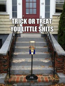 I can't stop laughing at this.: Giggle, Trickortreat, Funny Stuff, Humor, Funnies, Trick Or Treat, Happy Halloween
