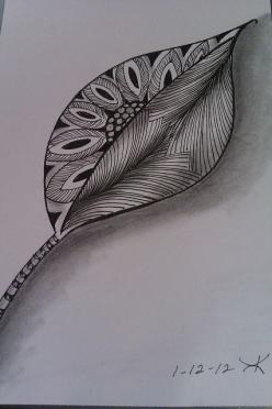 kimberly keane, via Flickr. nice leaf doodle.  the shading really makes it lift off the page: Leaf Zentangle Art, Zentangles Doodles, Doodle Leaf, Art Zentangle, Zendoodles Zentangle Art, Zentangle Doodles, Doodles Zentangles, Doodle Art, Leaf Tattoo