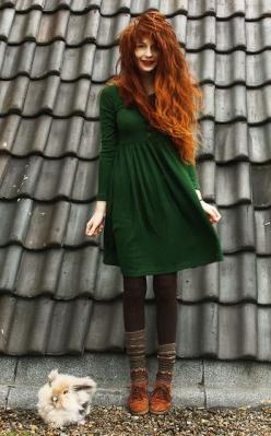 love this! I'd wear converse, and probably ripped stockings, possibly my well-worn knee-high punk rock boots =): Fashion, Style, Red Hair, Color, Ezra Nadie, Outfit, Green Dress, Redhead, Red Head