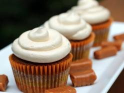Pumpkin Cupcakes with Salted Caramel Buttercream // THESE LOOK AMAZING OMG OMG!: Recipe, Pumpkincupcakes, Pumpkin Cupcakes, Caramel Buttercream, Food, Pumpkins, Caramel Frosting, Buttercream Frosting, Salted Caramels