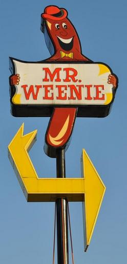 Signs like this were much more common when I was a child. I love them and take photographs of ones I find.: Vintage Signage, Hotdogs, Vintage Signs, Funny, Weenie, Retro, Hot Dogs