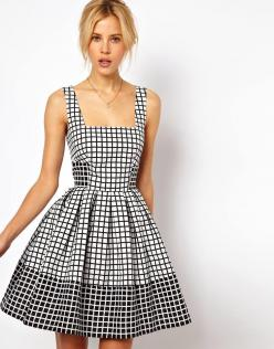 This @asos.com jacquard check skater dress is a great contrasting look $93, get it here: http://rstyle.me/~lgXV: Asos Com, Asos Skater, Fashion, Style, Cute Dresses, Flare Dress, Jacquard Check, Skater Dresses