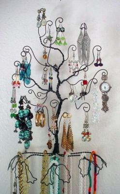 What a fun looking way to display jewelry, I am definitely making one of these!: Jewelry Storage, Jewelry Displays, Display Ideas, Diy, Storage Ideas, Craft Ideas, Jewelry Tree, Crafts