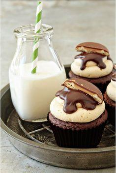 5 delicious recipes made with Girl Scout cookies: Girl Scout Cookies, Tagalong Cupcakes, Cupcake Recipe, Girl Scouts, Food, Cupcakes Recipe, Cup Cake, Girlscout, Dessert