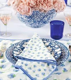 Beautiful blue table setting: Table Settings, Tory Burch, Kitchen, Toryburch, Salad Plates, Homes, Tablescape, Blue And White, Spongeware Salad