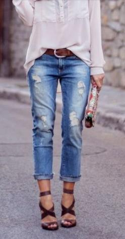 Cropped boyfriend jeans and strapping brown heels: Ripped Jeans, Boyfriend Jeans, Distressed Jeans, Fashion, Street Style, Spring Summer, Street Styles, Distressed Denim, Boyfriend Jean Outfit