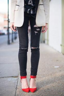 eatsleepwear_3 | Flickr - Photo Sharing!: Ripped Jeans, Eatsleepwear 3, Fashion, Inspiration, Red Shoes, Outfit, Red Heels, Street Styles, Redshoes Chaussuresrouges