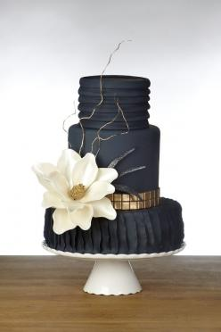 elegant black and gold wedding cake ~  we ❤ this! moncheribridals.com: Black Cake, White Wedding, Black Weddings, Wedding Ideas, Gold Wedding, Fashion Cake, Black Wedding Cakes