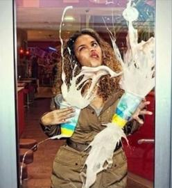I'm pretty sure this is the funniest picture I've ever seen.: Picture, Glass Doors, Giggle, Funny Stuff, Humor, Funnies, Things, Photo