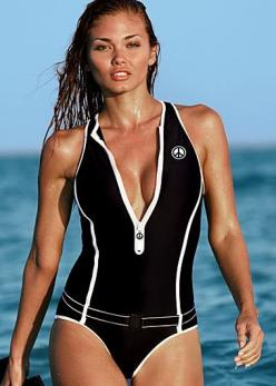 I would scuba again if i looked this hot in this swimsuit! i love the baywatch look of it.. and it looks to be safer in the ocean! : Scuba Style Swimsuit, Girl, Scubas, Zippered Swimsuits, Swimsuits Scuba Style, One Piece, Scuba Zipper, Venus Swimsuits Sc
