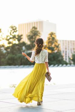 love maxi skirts and dresses, need more: Yellow Maxi Skirt, White Lace Tops, Lace Crop Tops, Church Outfit, Flowy Skirt, Maxi Skirts