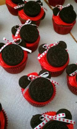 Minnie Mouse Cupcakes!!! I want these for my Birthday this year. :): Mice, Mickey Mouse Cupcakes Ideas, Minnie Mouse Cupcake, Cute Cupcakes Ideas For Girls, Minnie Mouse Cake And Cupcakes, Disney Cupcakes For Girls, Minnie Cupcakes, Birthday Cupcakes For