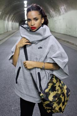 Nike poncho for fall. Cute and cozy! #Fitgirlcode: Nike Free Shoes, Fashion, Shoes Nike, Nike Poncho, Street Style, Nike Shoes Outlet, Cheap Nike, Nikes, Nike Free Runs