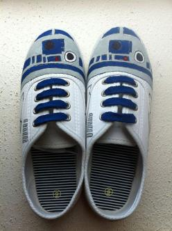 R2-D2, Spidey, TARDIS & Pikachu Custom Geek Sneakers: Geek, Craft, Stuff, Star Wars, Painted Shoes, R2 D2, R2D2Shoes, R2D2 Shoes, Starwars