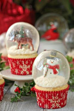 "Snow globe cupcakes with gelatin bubbles - yes, the ""glass' is actually made of gelatin! 