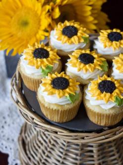 sunflower cupcakes: Idea, Sweet, Food, Sunflowers, Lemon Sunflower, Recipes, Summer, Sunflower Cupcakes, Dessert