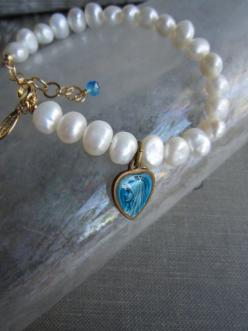 this is a bracelet made of beads extracted from the seabed with said virgin  de guadalupe cost is hundred pains: White Pearl, Repurposed Recycled, Pearl Bracelets, Vintage Repurposed, Ruppel Designs, Recycled Bracelet