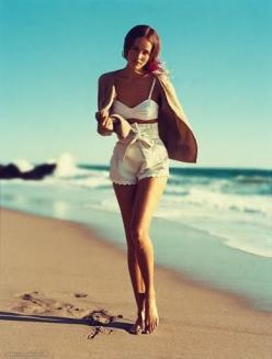 Wish I had long legs so I could wear something like this!: Beaches, Fashion, Beach Outfits, Beach Style, Summer, Shorts, The Beach