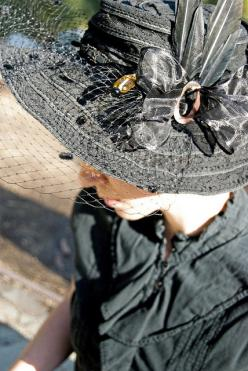 Witch Black hat... Well, not quite a real witch :-/: Costumes Hairdos Hats Dress, Couture Hats, Awesome Hats, Black Fashion, Derby Hats, Cover Overhead, Black Hats, Hats Ahead, Hat