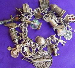 1950's Atomic Ranch House: Do You Collect - Vintage Charm Bracelets?: Charming Bracelets, Charms Tassels, Vintage Charms Bracelet, Ranch House, Charms Charms, C Charm Bracelets, Vintage Charm Bracelets, Charms 2