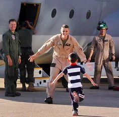 22 Life-Affirming Photos Of Troops returning from deployment. Crying.: Homecoming, Coming Home, Military Reunion, Life Affirming Photos, Its, Homes, Women Coming
