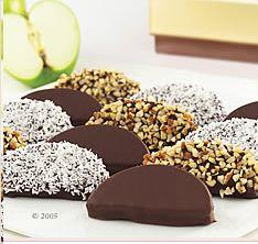 apple slices - the website has lots of other great little dessert ideas.: Chocolate Covered Apples, Dipped Apples, Food, Apple Slices, Chocolate Dipped, Caramel Apples