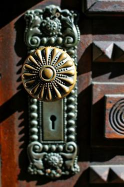 Both the knob and the plate, WOW.: Door Knockers, Doors Knobs, Door Knobs, Front Doors, Doorknobs Handles