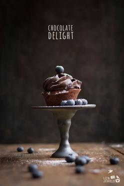 Chocolate Cupcake with Blueberries www.lizandjewels.com: Foodphotography, Sweet, Chocolate Cupcakes, Chocolates, Cupcake Photography, Food Styling, Food Photography, Dessert
