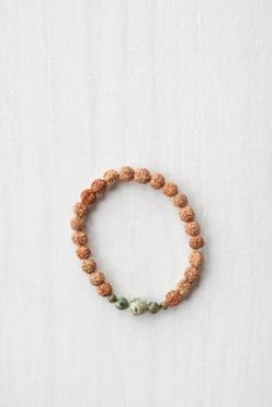 Green Jasper Mala Bracelet |  Green Jasper is known as the healing stone. Not only is it believed to improve balance and harmony, it's also said to help calm emotions, ground energy and cleanse the aura while aiding the upper torso. #malabeads: Stones