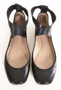 I love that these look like heels, but they're flats. Need more shoes like this for people with messed up ankles like me.: Black Ballet, Chloe Ballet, Ballet Flats, Ballet Shoes, Ballerina Flats, Chloe Flats