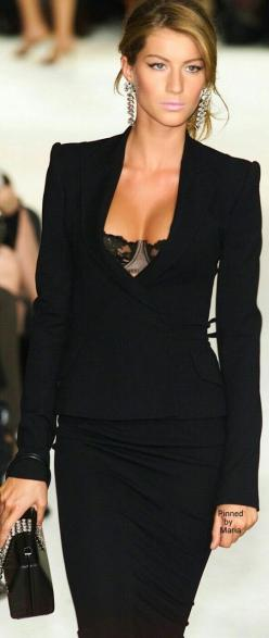 50 Great Fall Outfits On The Street - Style Estate -: Dolce Gabbana, Fashion, Clothes, Street Style, Dolce & Gabbana, Work Outfit, Black Dress, Gisele Bundchen