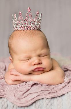 Adorable! Love this pink crown for a baby picture. The Swarovski crystals are so sparkly.: Babies, Little Princess, Baby Girl Photo, Newborn Girl Picture, Baby Princess, Swarovski Crystals, Newborn Baby Girl