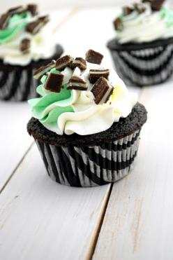 Chocolate mint cupcakes. Yummy for parties or bake sales. Or make these cupcakes for St. Patrick's Day or crush peppermint candies to sprinkle on top and serve at Christmas.: Chocolate Mints, Mint Cupcakes, Recipe, Chocolates, Food, Chocolate Cupcake,