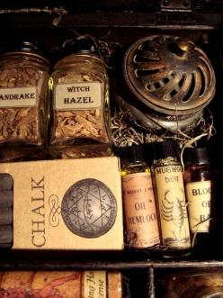 Crystals, herbs, potions & nature ~ ☾ • ˚ * 。 •      ..Follow for all things Pagan. Witchcraft. Nature. Fantasy and more..: Practical Magic, Stuff, Witchy, Travel Kit, Witches, Witchcraft, Potion, Magick, Halloween