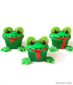 Frog Birthday Cupcakes Design     How to make frog birthday cupcakes with spearmint leaves and green gummy apple rings: Frog Cupcakes, Frogs Cupcakes, Birthday Idea, Birthday Cupcakes, Adorable Cupcakes, Froggie Cupcakes, Froggy Cupcakes