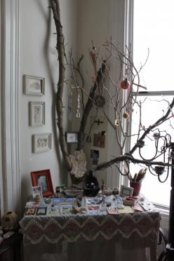I want a big tree branch like this one to decorate in my altar space!: Spiritual Altar, Wicca Altar Ideas, Witches Altar, Witch Altar Ideas, Wiccan Altar Ideas, Pagan Altar Ideas, Bos Altars, Aa Altars, Altars Shrines