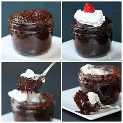 Made these tonight in Mason Jars. Took less than 5 minutes. TOTALLY AWESOME for a last minute dessert or unexpected company! 1 minute lava cake?! It's as delicious as it looks!: Cakes In Mason Jar, Chocolate Lava Cake, Mason Jar Cake, Mason Jar Desser
