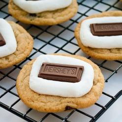 Smore's Cookies YUM!  Really simple recipe...I'm going to have to try it....oh yeah I went there...I'm goign to make some cookies for Christmas...and this looks like it will be one of them...pray for my family to not get sick from eating my fo