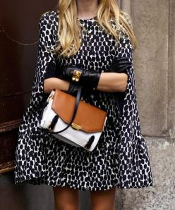 the most perfect cape: Fashion, Capes, Bag, Street Style, Outfit, Black White, Printed Cape, Coats, Cape Coat