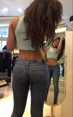 Whyyy don't they make this kind of jeans anymore? Maybe they do them with bootcut, if that, but that's bleh.: Body Goals, Denim Jeans, Cropshirt Jeans, Tight Jeans Girls Booties, Sexy Tight Jeans, Fitness Inspiration, Levis Jeans, Girls In Jeans,