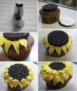 18 Interesting Food Decor Ideas  AH- the sunflowers are adorable! I have made these and clipping the corner of a Ziploc bag worked great! My icing was a little runny so when I made one I put it on a plate in the freezer.: Oreo Sunflower, Idea, Sweet, Sunf
