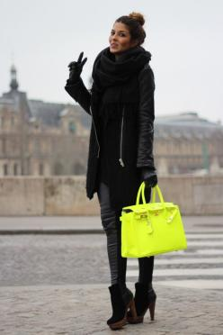 All black outfit + neon bag: Black Outfits, Birkin Bags, Neon Bags, Fashion Style, Neon Hermes, Neon Handbag, Bags Purses Ec, Black Dress, All Black Outfit