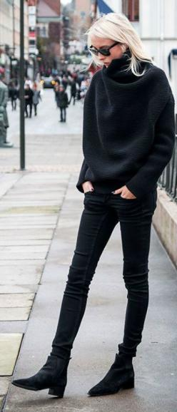 Black Oversize Turtleneck: Oversized Turtleneck Sweaters, Minimalist Outfit Winter, Black Turtleneck, Chic Black Outfit, Oversized Fall Sweater, Turtleneck Outfit, Fall Turtleneck, Oversized Black Sweaters, Casual All Black Outfit