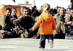 Daddy's home. (I know this isn't everyday, but from the look on his face, you can't come any closer to Heaven then that!!!: Photos, Picture, Heart, Sweet, Soldiers, Things, Israel, Military