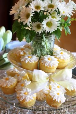 daisy cupcakes @Mallory Walters Maybe request these for your bridal shower? heehee :-): Sunflower Cupcake, Sweet, Cupcakes Bridal Shower, Cupcake Display, Shower Desset, Pink Bridal Shower Cupcakes, Cupcakes For Bridal Shower, Daisy Cupcakes