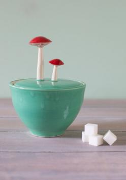 Forage for Sweets Sugar Bowl. You wont have to search hard for this ceramic sugar bowl! #green #modcloth: Sweets Sugar, Sugar Bowls, Mod Retro, Retro Vintage, Vintage Kitchen, Modcloth Com