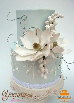 http://media-cache-ec0.pinimg.com/originals/88/09/52/8809524b172258431e175d6504bbd708.jpg: Cake, White Wedding, Elegant Wedding Cakes, Fondant Cake, Tiered Cake, Blue Cake, Beautiful Cakes