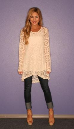 I love the lace and drape of this tunic over skinny jeans or leggings.: Lace Top, Leggings And Tunic, Modest Summer Outfit, Tunic Legging, Lace Outfit, Spring Outfit